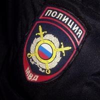 Омский таксист воспользовался выпавшей банковской картой своего клиента