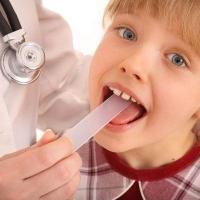У омских педиатров в поликлинике №4 нет шпателей для осмотра горла