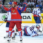 Попов и Пережогин стали чемпионами мира по хоккею