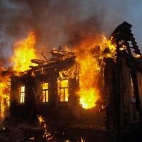 В Омске в загоревшемся частном доме едва не погиб 72-летний пенсионер