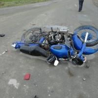 Омский пьяный мотоциклист врезался в стоящий КАМАЗ