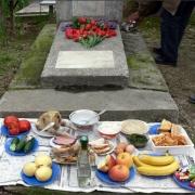 В родительский день в Омске пустят новые маршруты до кладбищ