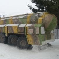"""Омские заключенные и их """"Тополь-М"""" из снега попали на """"Би-би-си"""""""