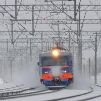 В Омской области двух пассажиров электрички ранило отлетевшей деталью