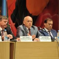 Виктор Назаров проконтролировал работу аграриев по сбору урожая