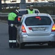 Омского полицейского уволили за поддельные права