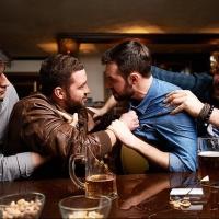 Более 10 мужчин и женщин устроили драку в омском кафе