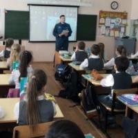 Спасатели рассказали омским школьникам об опасности бытового газа
