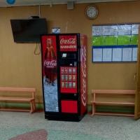 В омском лицее появился автомат с газировкой