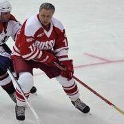 Легенды советского хоккея вышли на лёд в Омске
