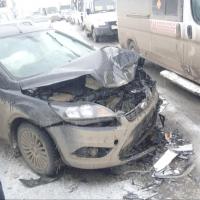 В Омске из-за женщины за рулем Honda столкнулись шесть машин