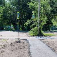 После суда возле омской гимназии №75 появился тротуар