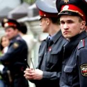 Омский полицейский получил страховку за сломанную об голову предпринимателя руку