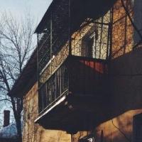 Омич спустился через балкон с 9 на 8 этаж и украл у соседки 10 тысяч рублей