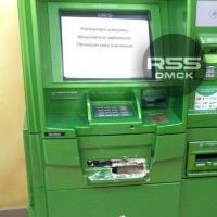 Неизвестные в Омске залили в банкомат монтажную пену
