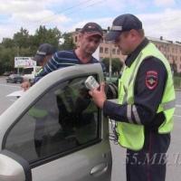 В Омске 100 водителей попалось в ходе рейда «Тонировка»