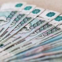 Жительницу Омской области обязали вернуть 2 млн рублей обманутым односельчанам
