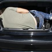 Грабители отобрали у омича автомобиль и заставили водителя залезть в багажник