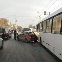 В Омске произошло массовое ДТП с автобусом