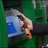 Ночью омич пытался топором вскрыть банкомат