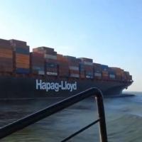 В сети появилась видеозапись столкновения двух контейнеровозов