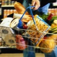 В омском торговом комплексе незаконно торговали продуктами питания