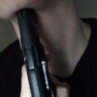 Во время ареста имущества омич стал угрожать пистолетом судебному приставу