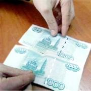 Омский дворник сдал в банк фальшивую тысячу рублей