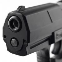 В Омске охранник открыл стрельбу по покупателю