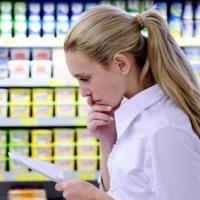 Шестнадцать процентов омичей экономят на еде