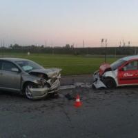 В Омске пьяный водитель иномарки врезался в такси