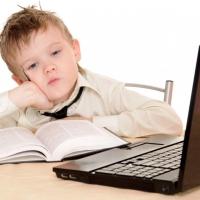 В закрытых на карантин омских школах детей обучают через интернет