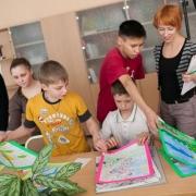 Омичи могут помочь ребятам из детдома покупкой их рисунков