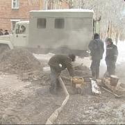 В Чкаловском поселке Омска прорвало теплосеть