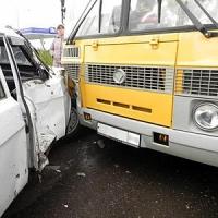 В Омской области в ДТП попал автобус с детьми