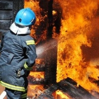 В Омске пожарные спасли из огня четверых человек