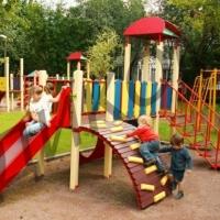 На Левобережье Омска благоустроили еще одну детскую площадку