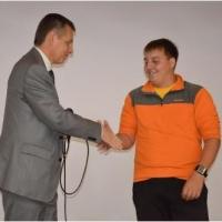 Организаторы SIM наградили лучшего волонтера