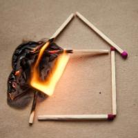 В Омске в частном доме сгорели мать и сын