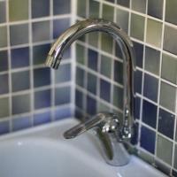 В Омске началось плановое отключение горячей воды