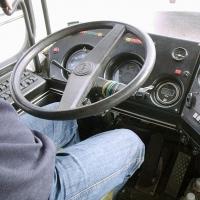Водитель омского автобуса слушал аудиокнигу – детектив
