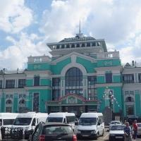 На ж/д вокзале в Омске обозначат лучшие места для селфи