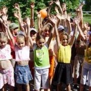 Чтобы дети были бодрее и веселее, откроются летние лагеря