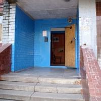 У многоэтажки на Левом берегу нашли погибшую школьницу