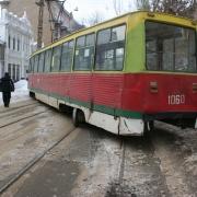 В Омске трамвай сошел с рельсов