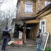 В Омской области полтора года пытаются снести аварийный дом