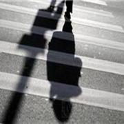 В Омске на пешеходном переходе сбили мать с двумя детьми