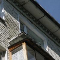 В Омске из горящей пятиэтажки эвакуировали 17 человек