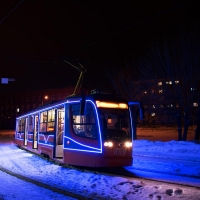 Создавать праздничную атмосферу омичам будут новогодние трамваи