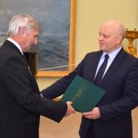 Глава Омской области наградил активистов ветеранской общественности благодарственными письмами